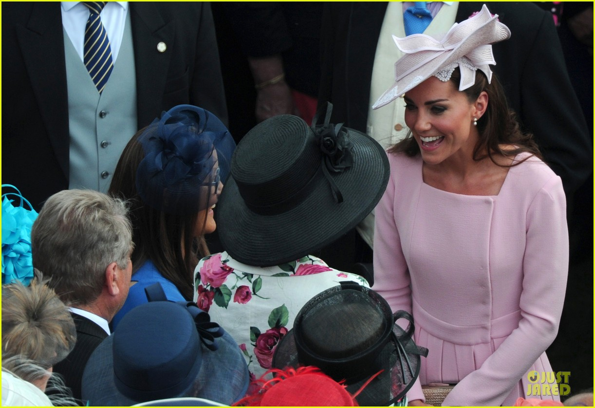 kate middleton buckingham tea party 052668071