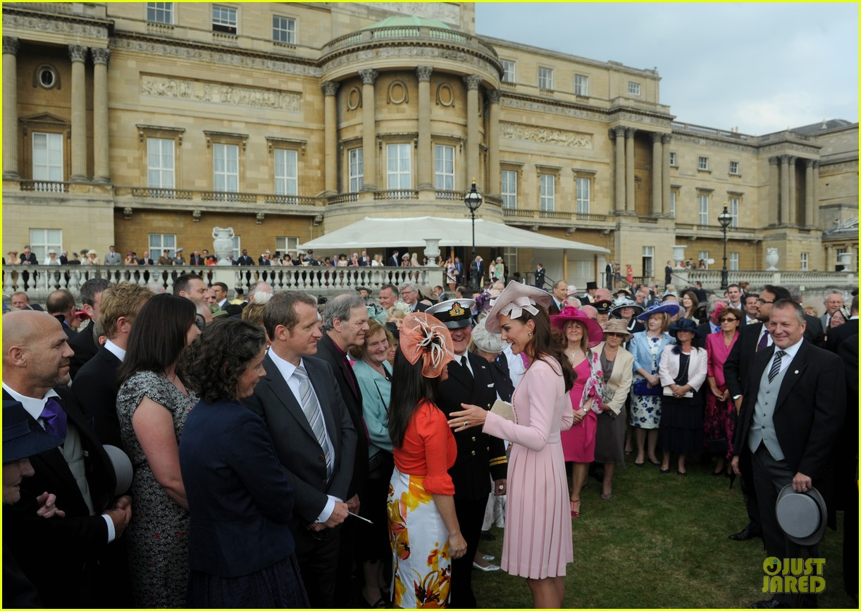 kate middleton buckingham tea party 13
