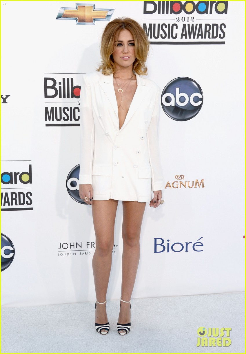 miley cyrus billboard awards 2012 02