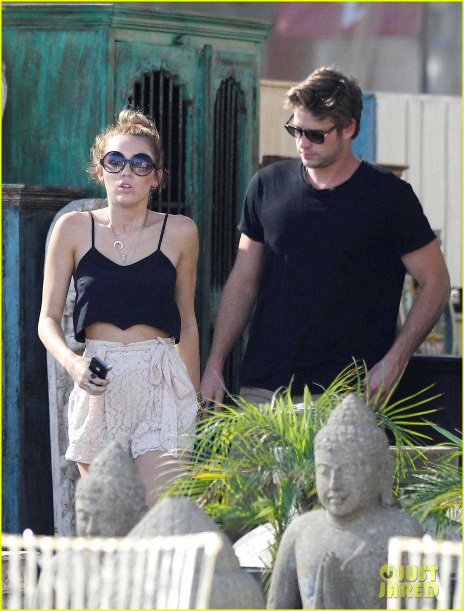 miley shopping with mom and liam 032668192