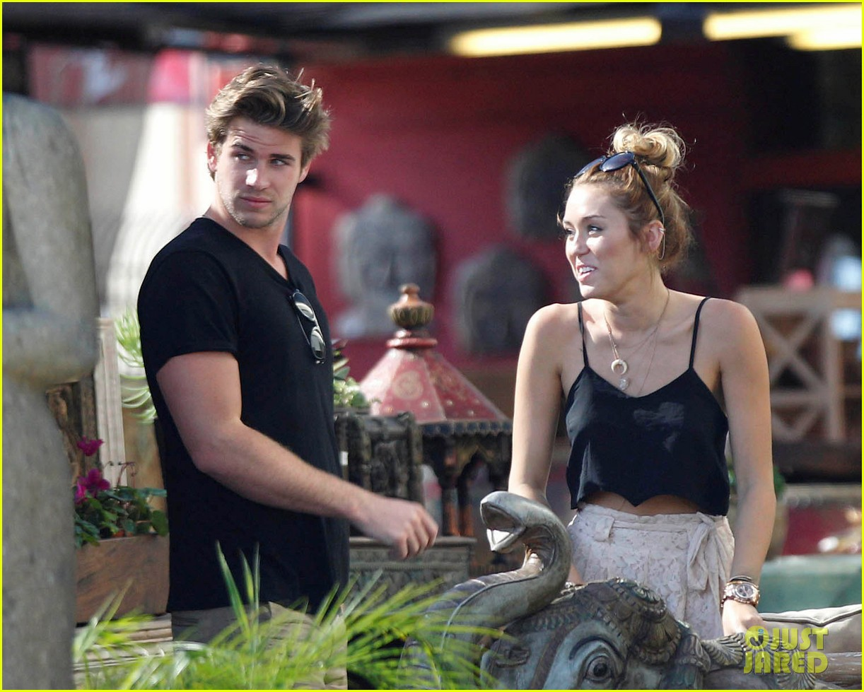 miley shopping with mom and liam 042668193