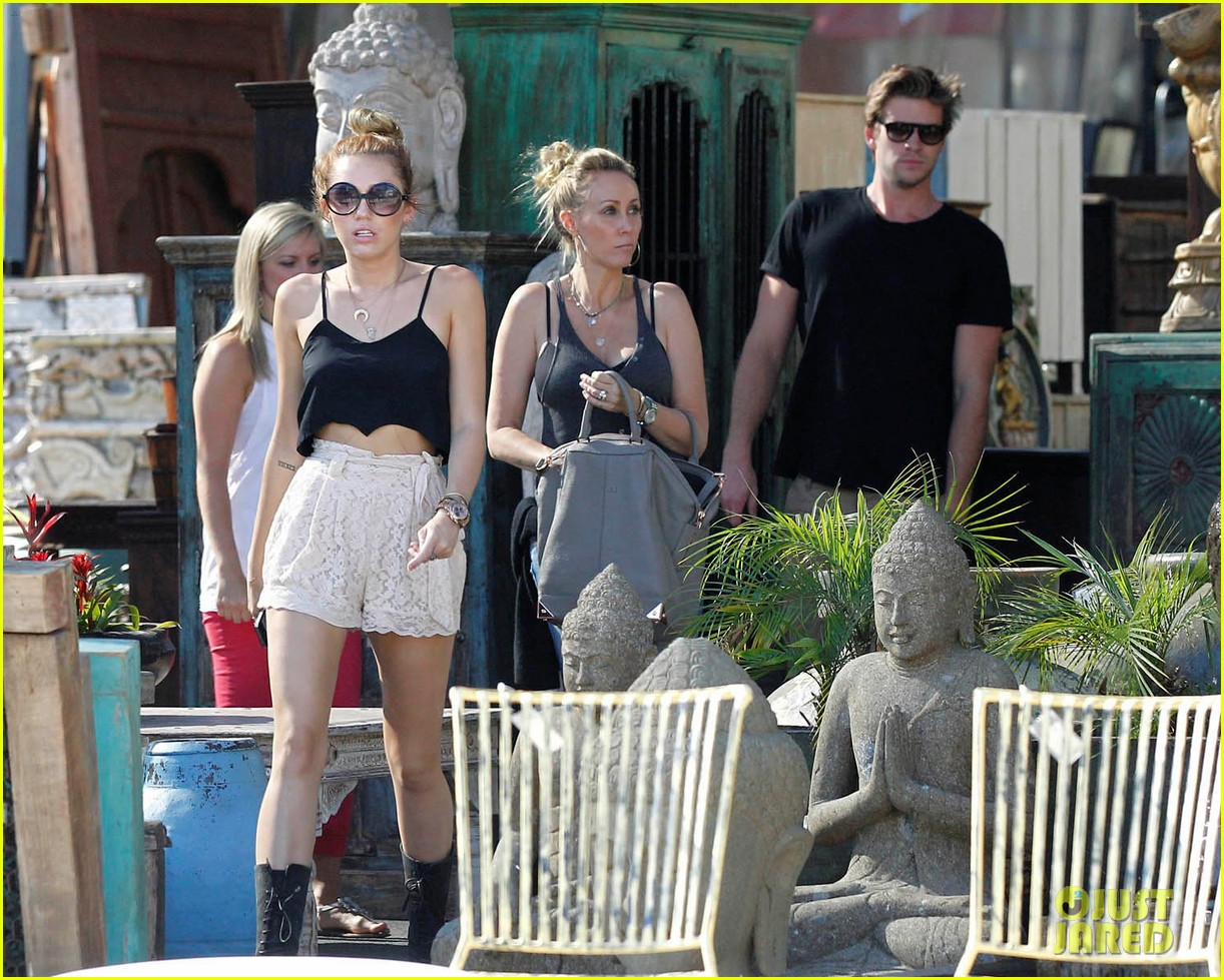 miley shopping with mom and liam 062668195