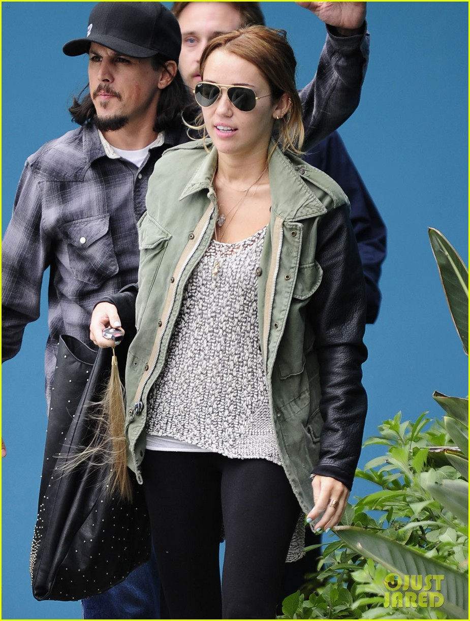 miley liam errands 02