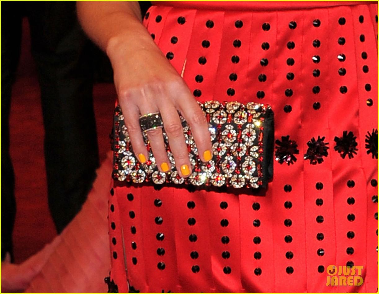 milla jovovich amber valletta met ball 2012 022658909