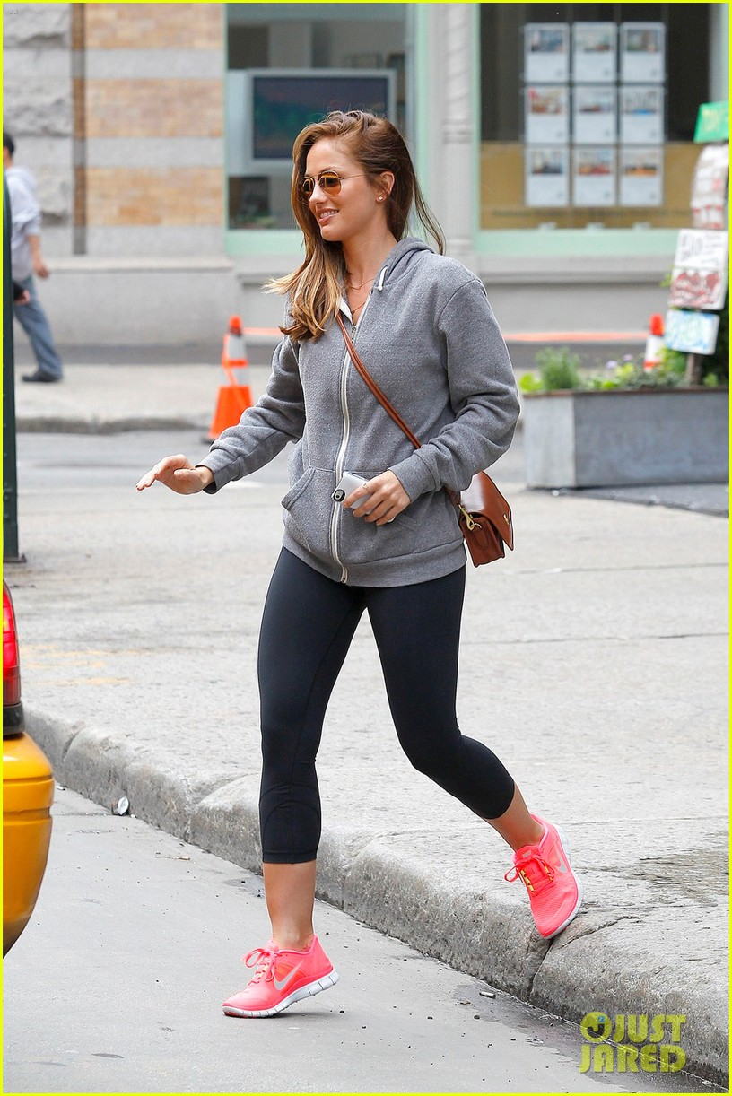 minka kelly subway 012657245