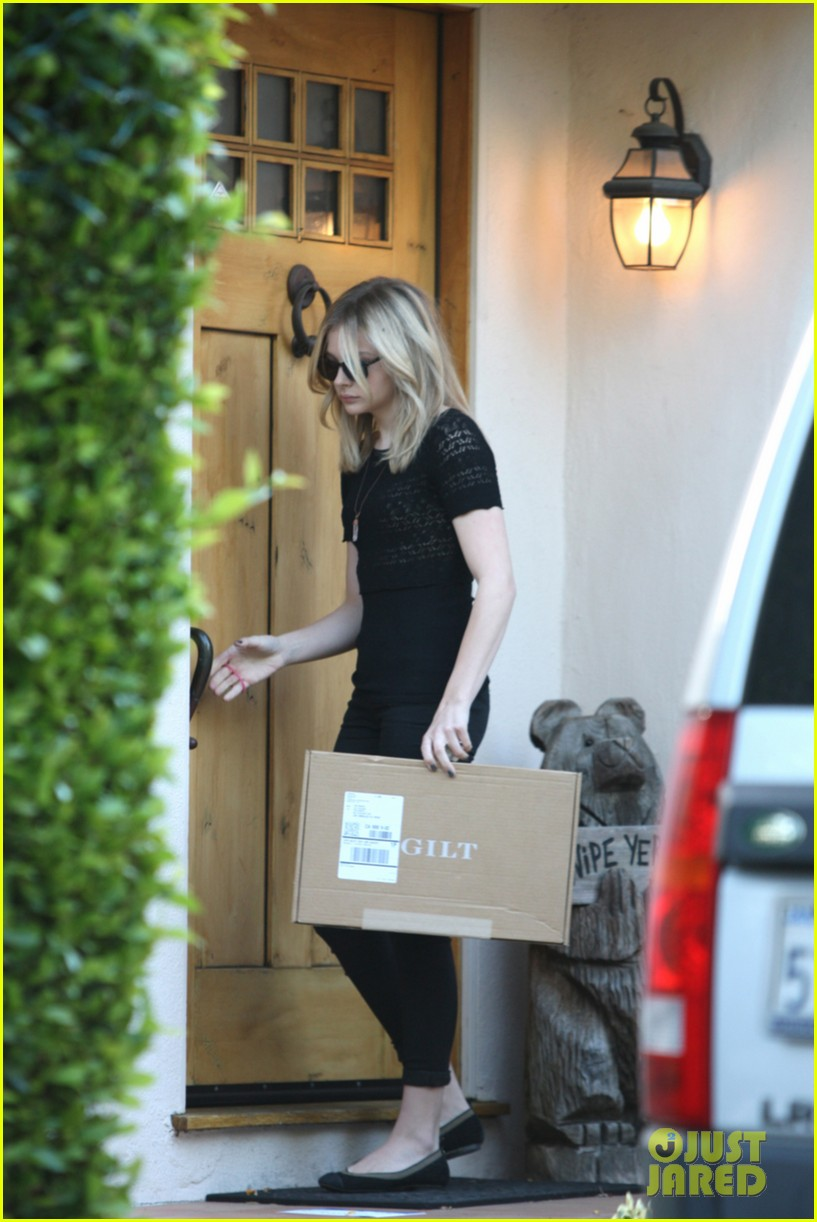 chloe moretz gilt package delivery 05