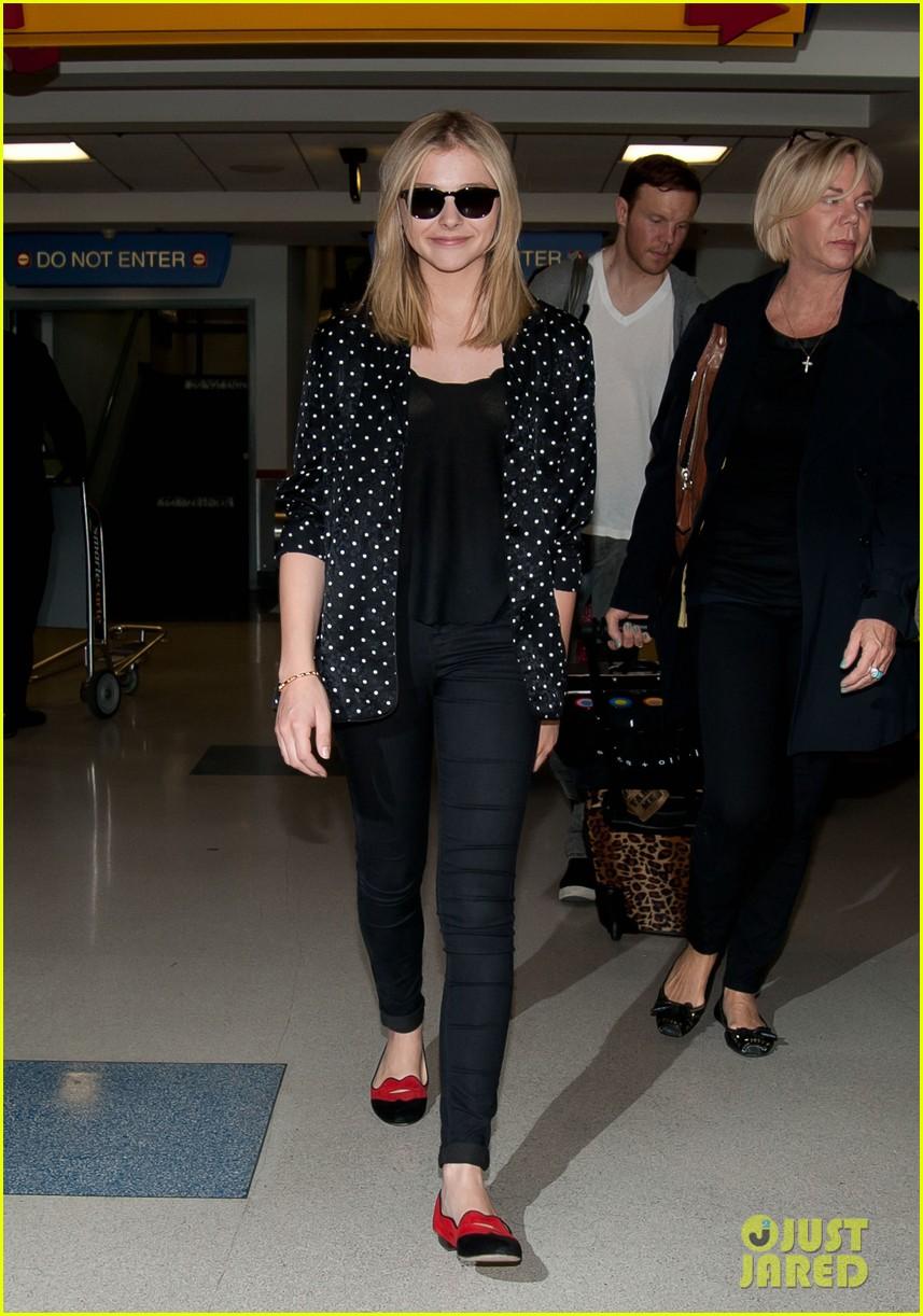 chloe moretz stylish airport arrival 05