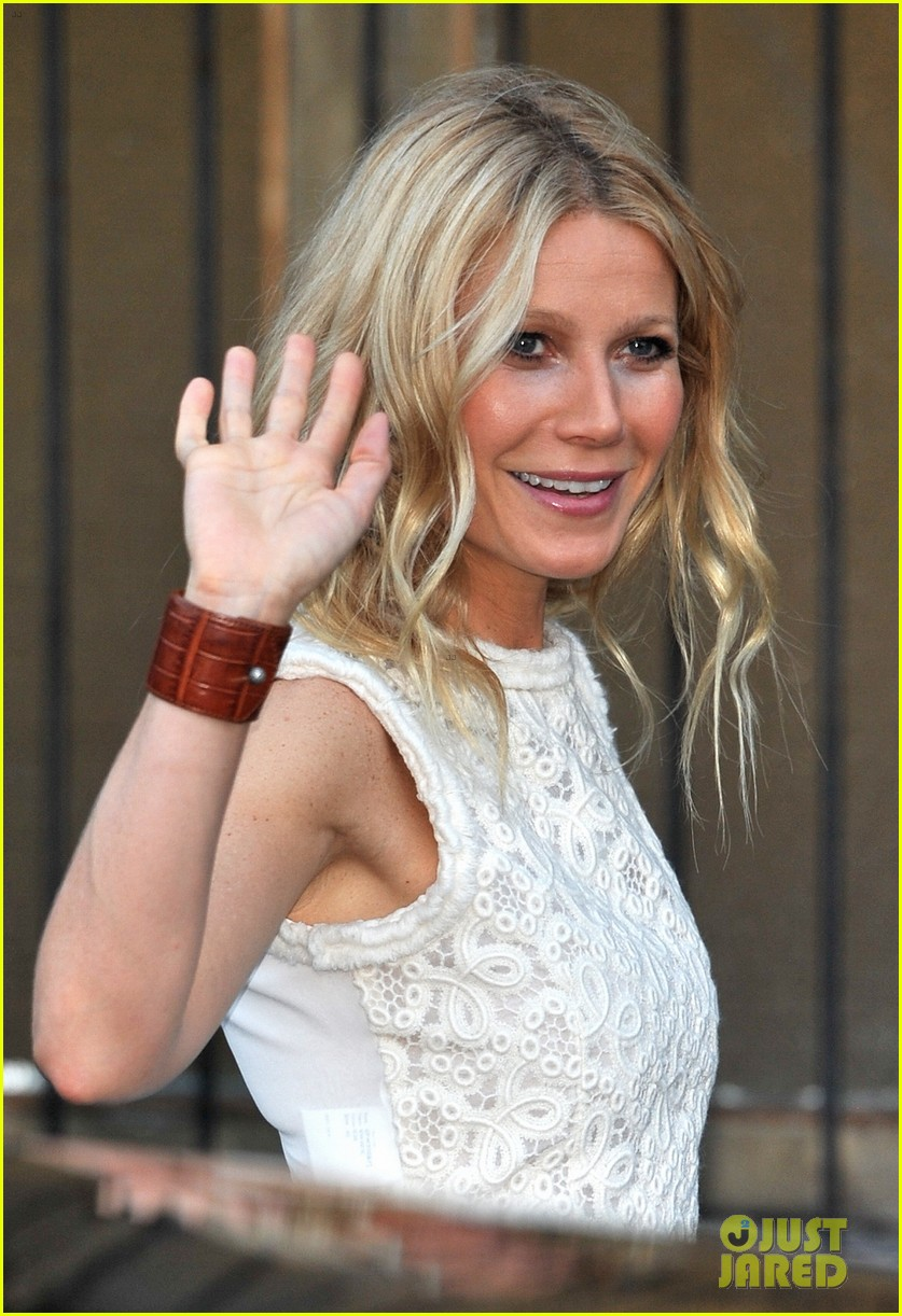 gwyneth paltrow clinton foundation event host 022665495