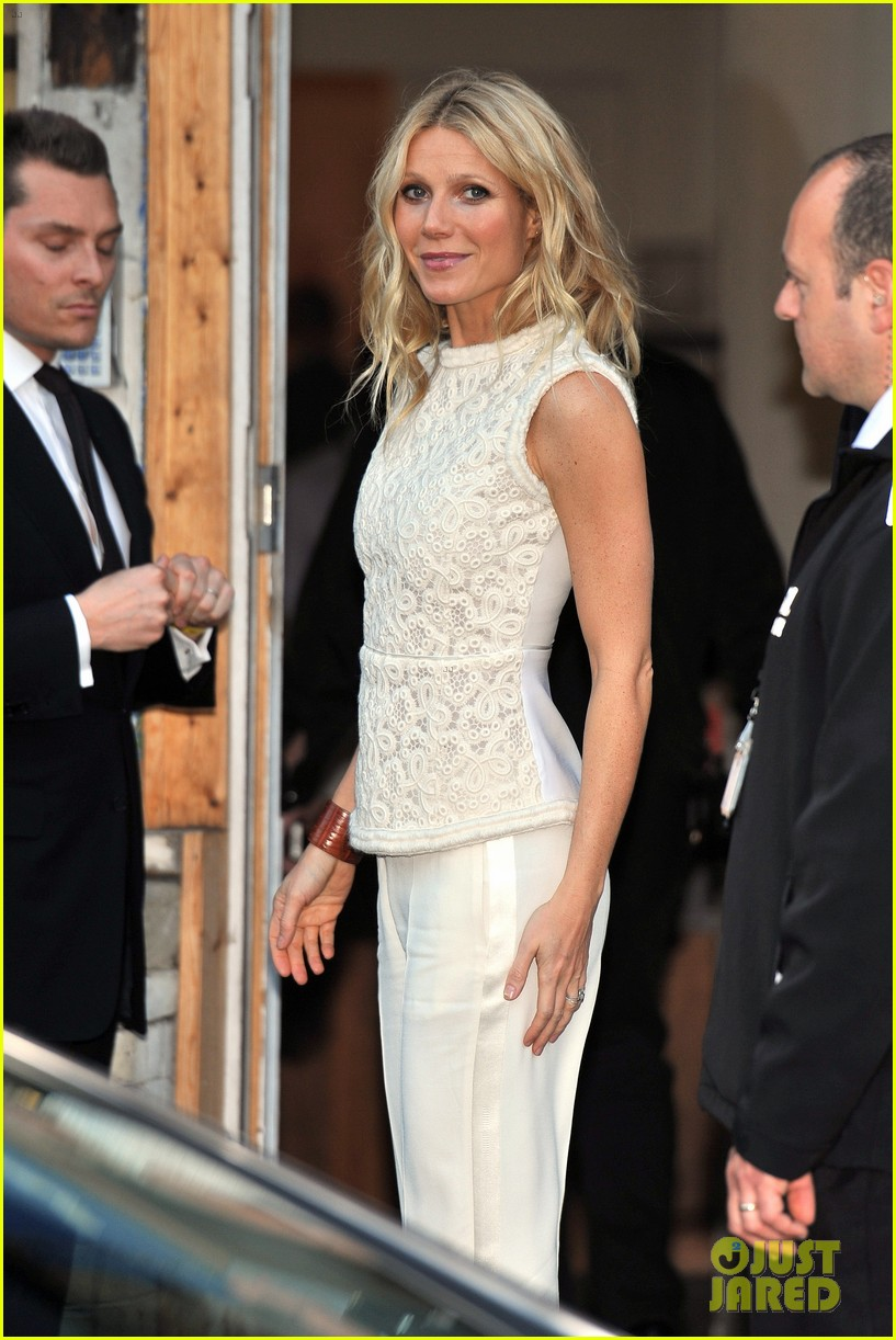 gwyneth paltrow clinton foundation event host 042665497