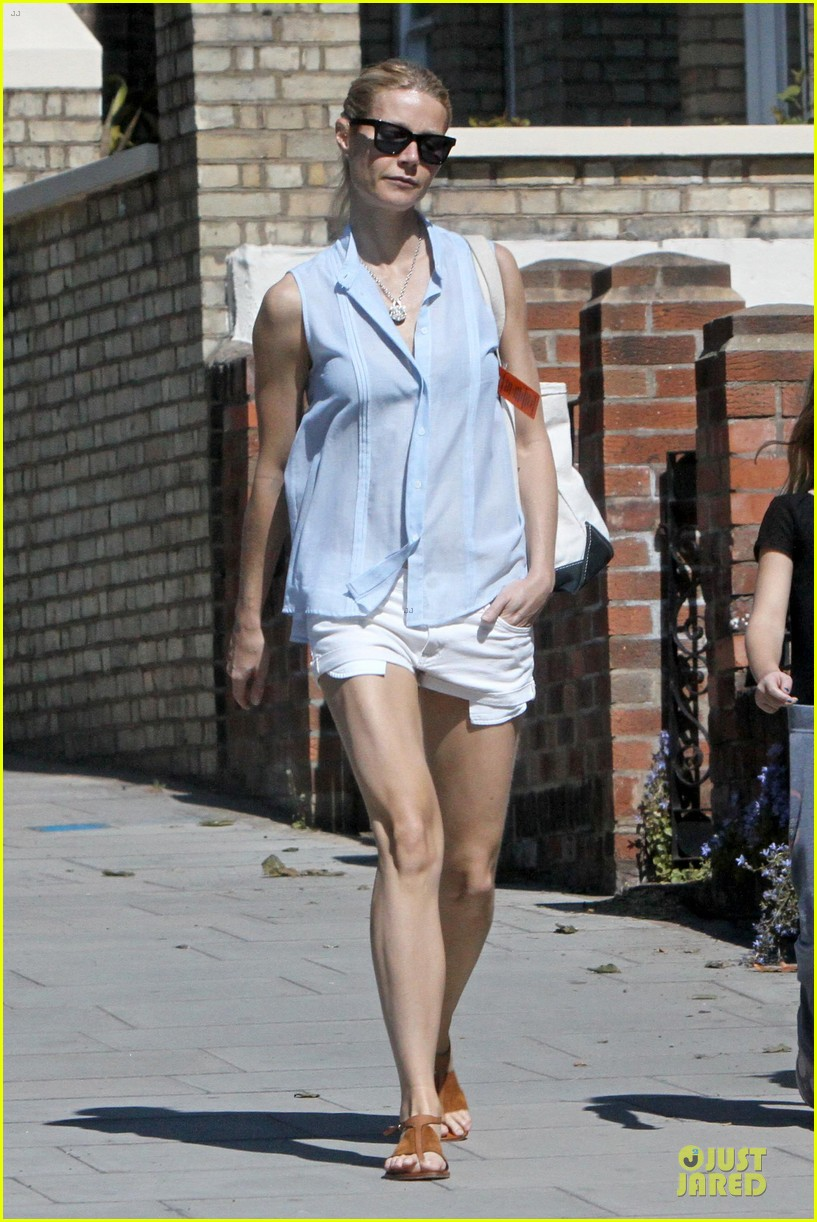 gwyneth paltrow short shorts 012668333