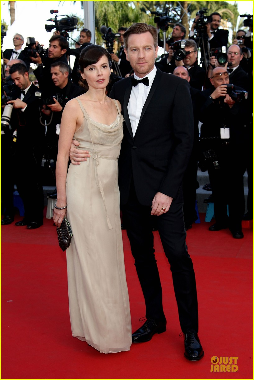 robert pattinson on road cannes premiere 022665736
