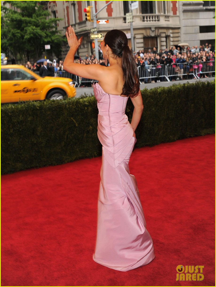 paula patton met ball 2012 052658365