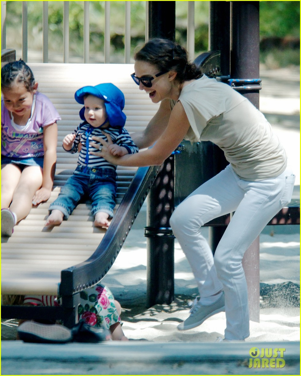natalie portman park playtime with aleph 01.