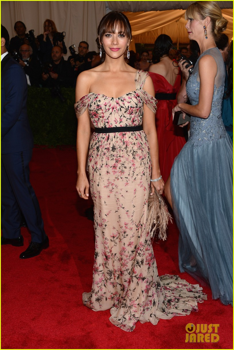 rashida jones 2012 met ball 03