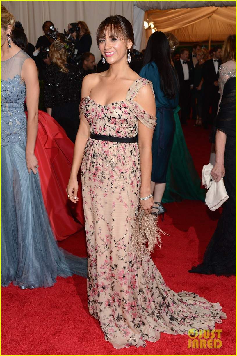 rashida jones 2012 met ball 05