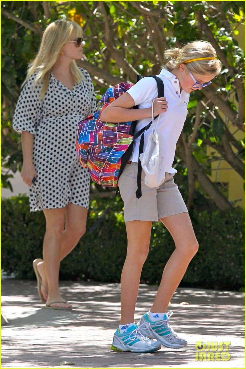 reese witherspoon brentwood school 162662493