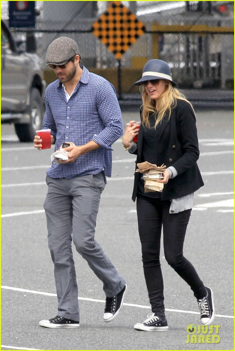 ryan reynolds blake lively ferry ride 02