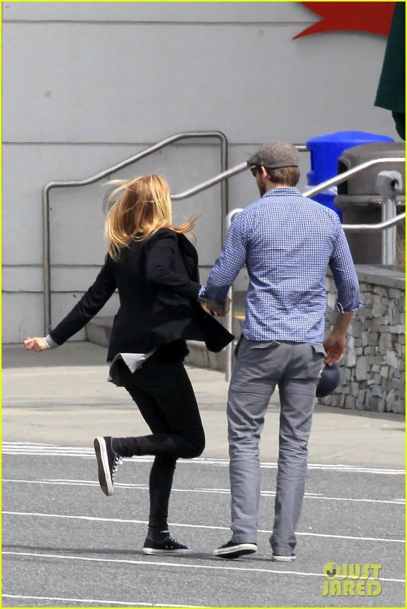 ryan reynolds blake lively ferry ride 07