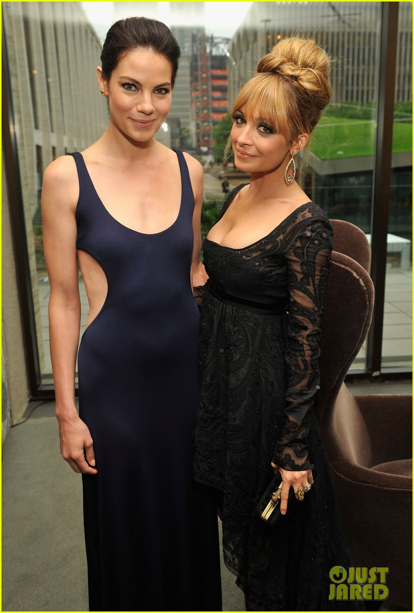 nicole richie fifi awards 2012 with michelle monaghan 022665221