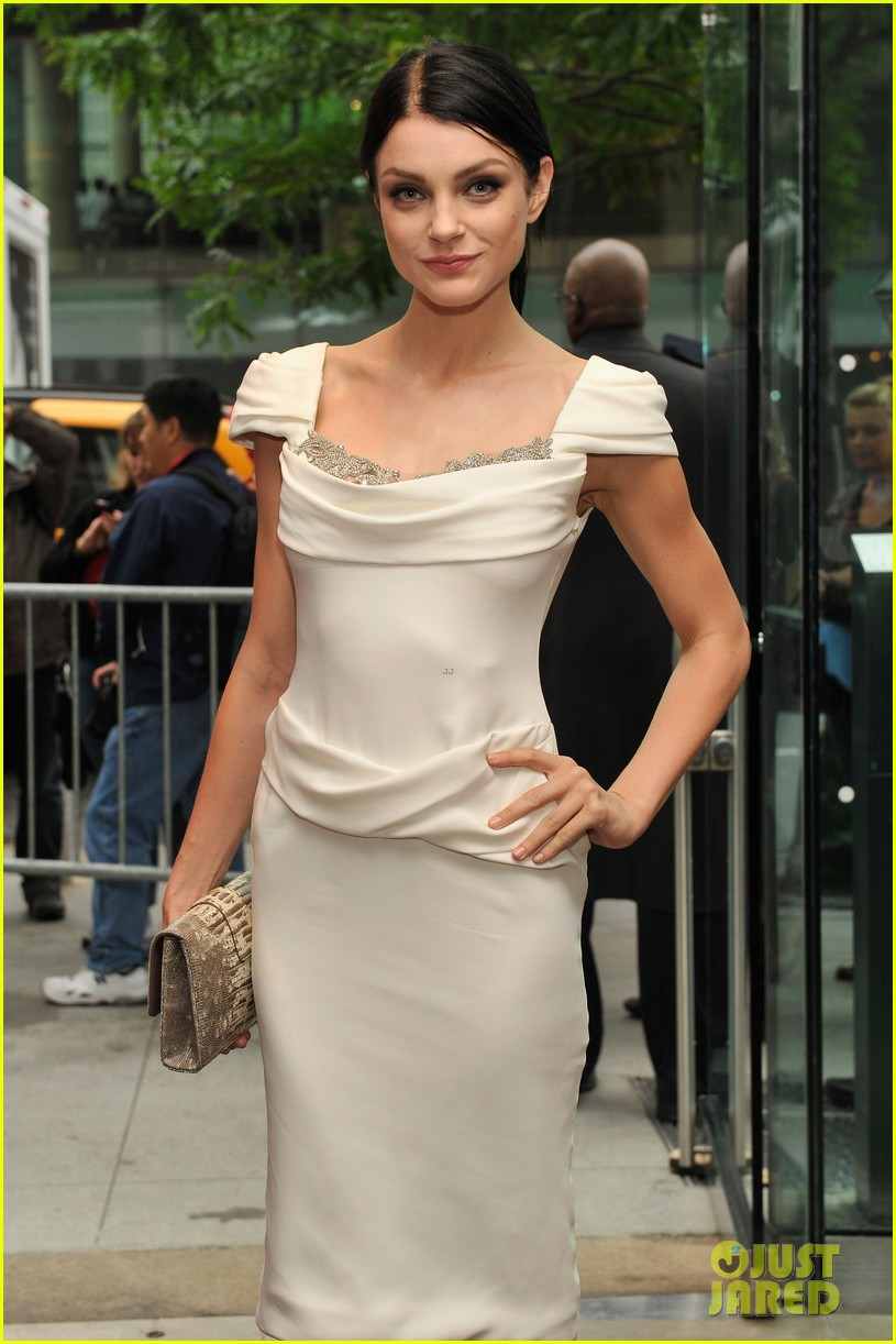 nicole richie fifi awards 2012 with michelle monaghan 082665227