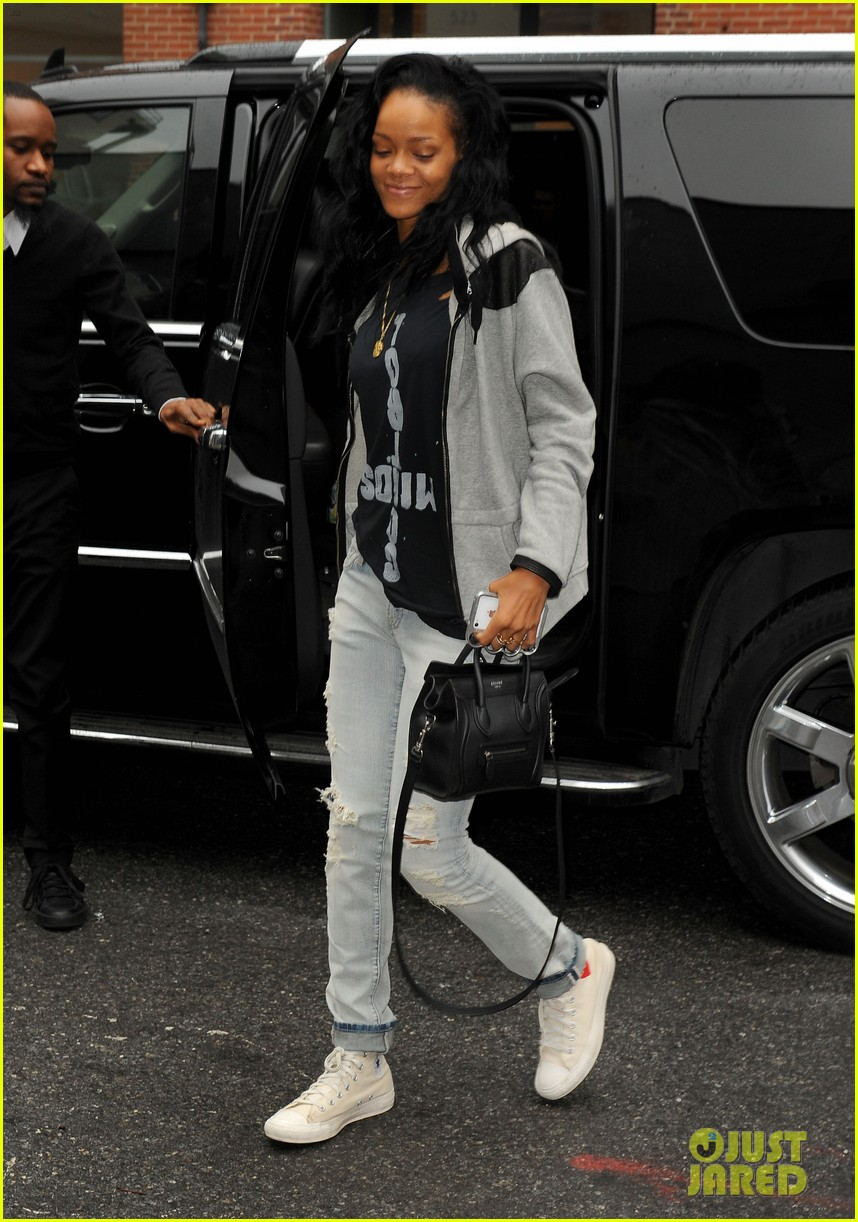 rihanna music studio 03