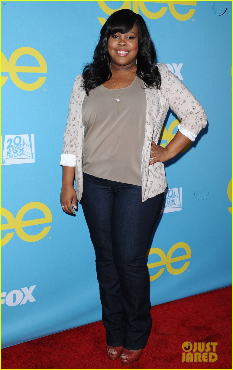 glee amber riley collapses on red carpet 012656345