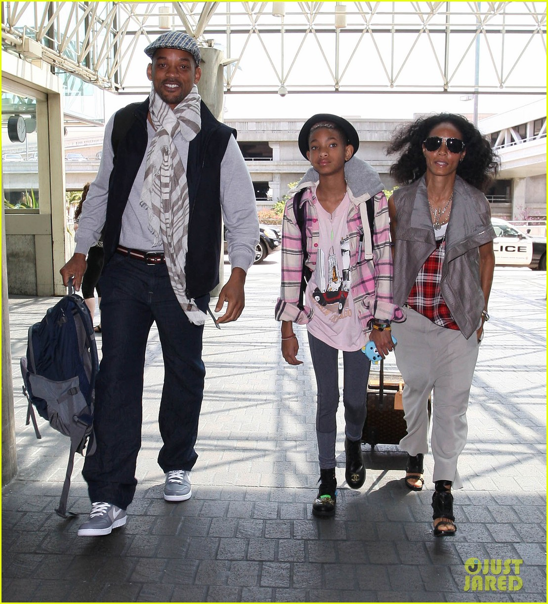 willow smith catches flight at lax with mom dad 032657668