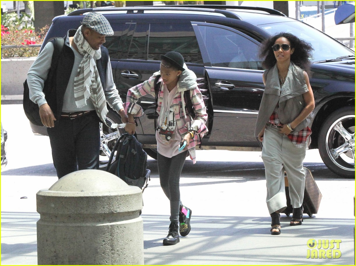 willow smith catches flight at lax with mom dad 122657677