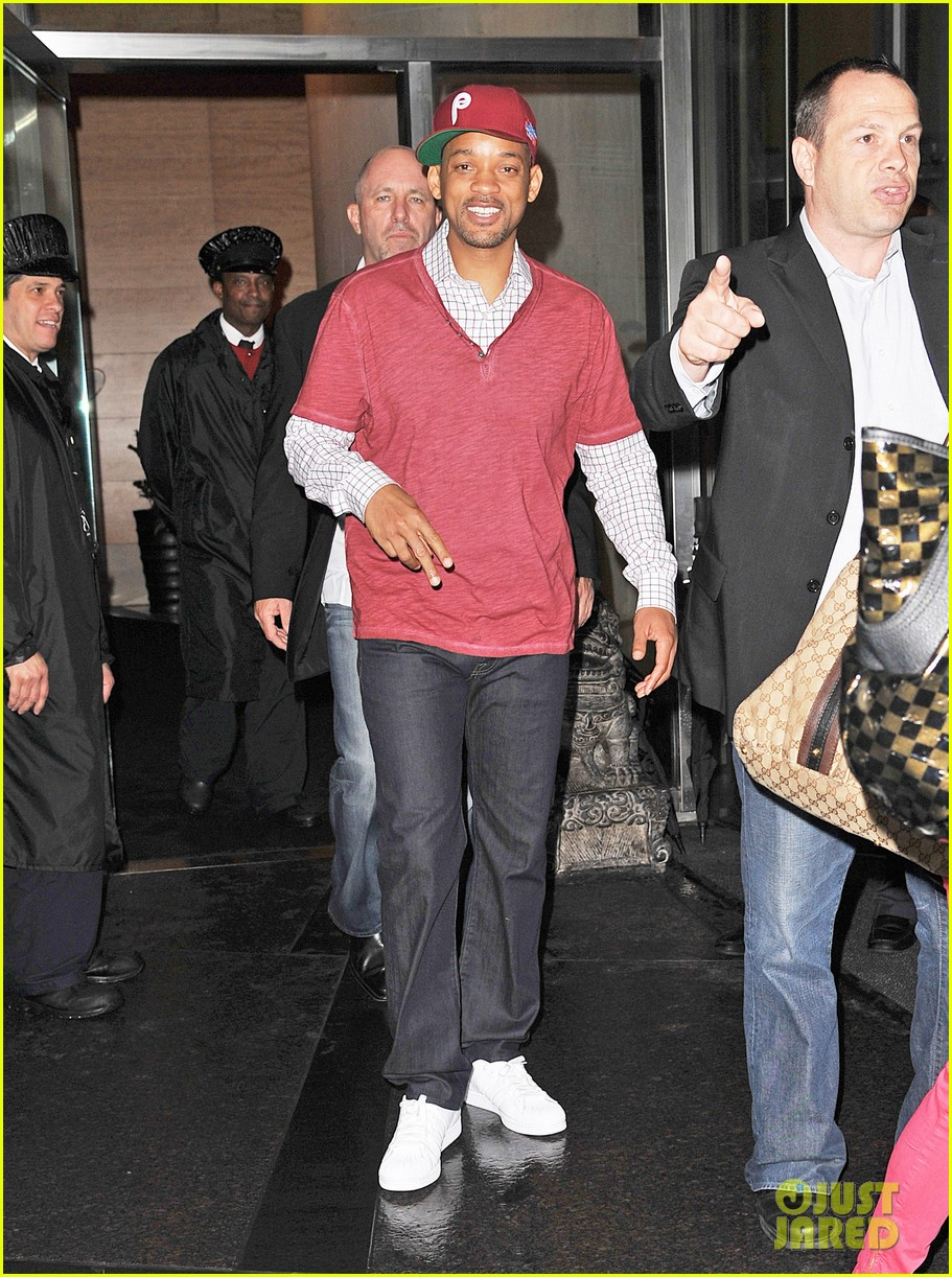 will smith peace sign 012666635