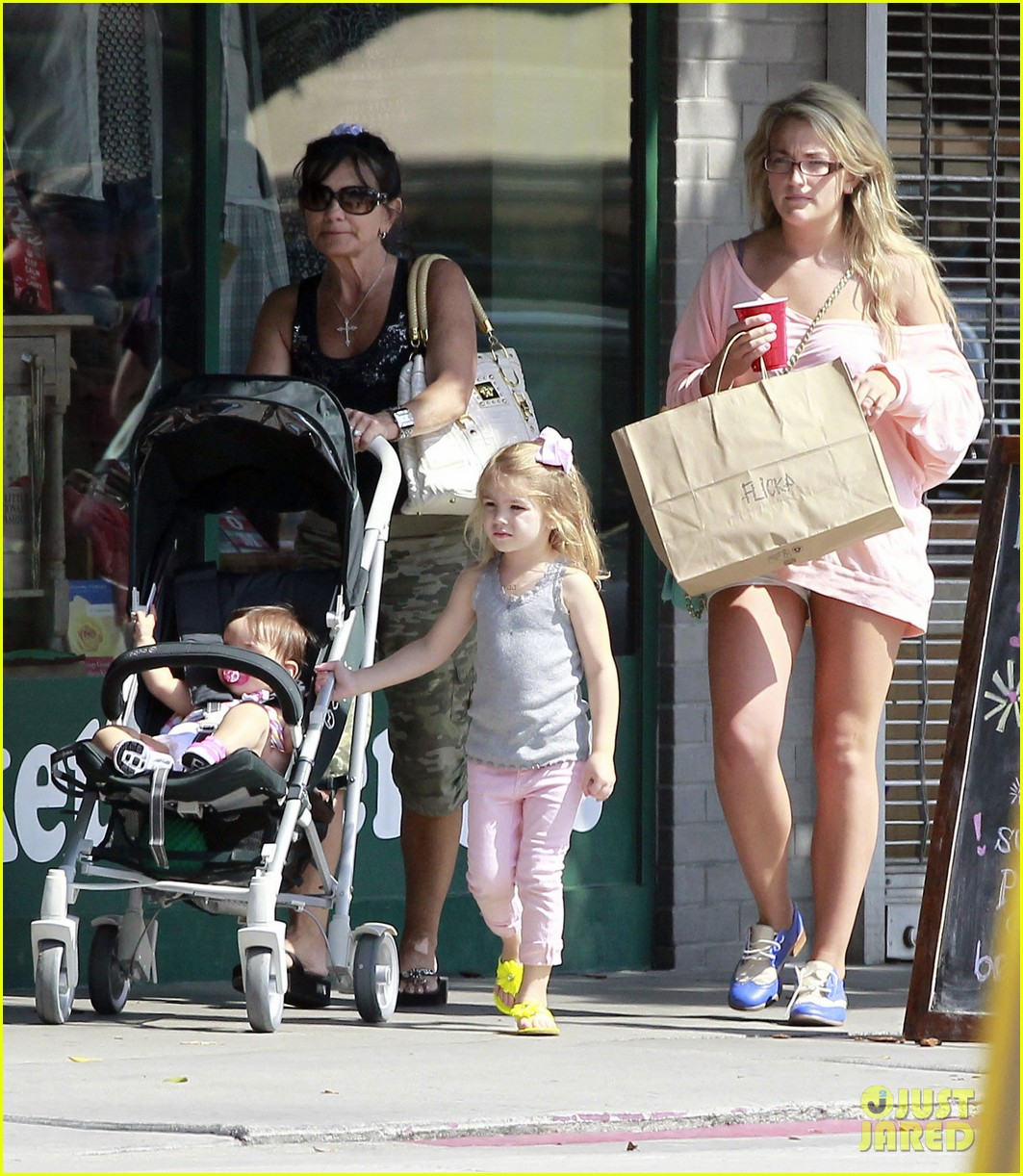 jamie lynn spears sunday family outing 02