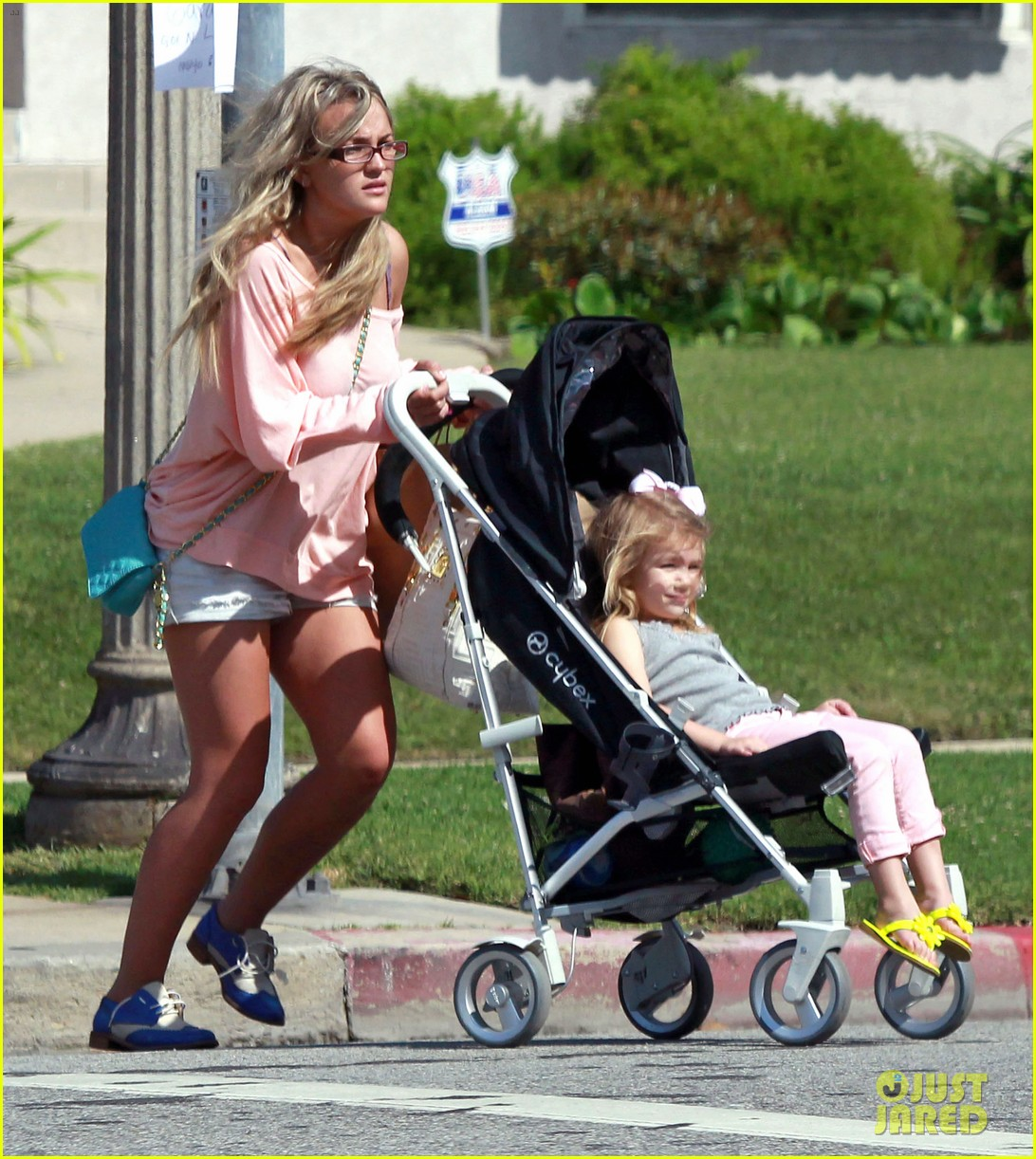 jamie lynn spears sunday family outing 132659076