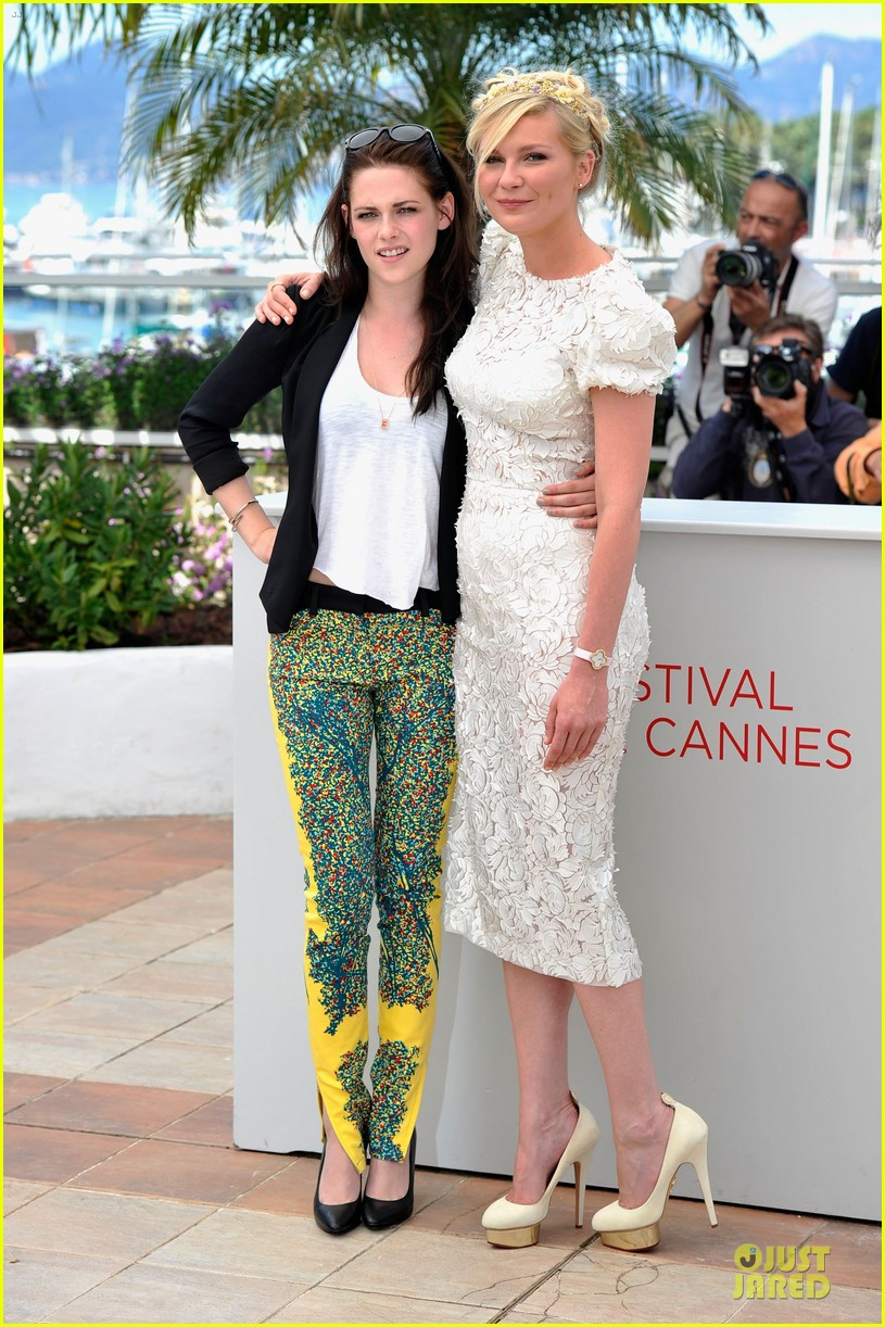 kristen stewart kirsten dunst on road photo call 012665657