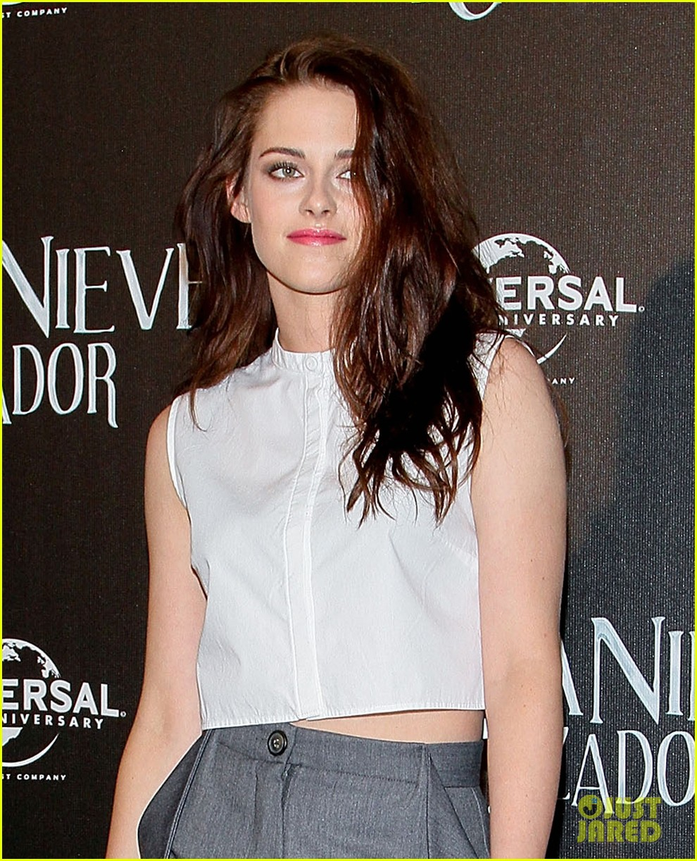 kristen stewart snow white photo call in mexico city 072664235