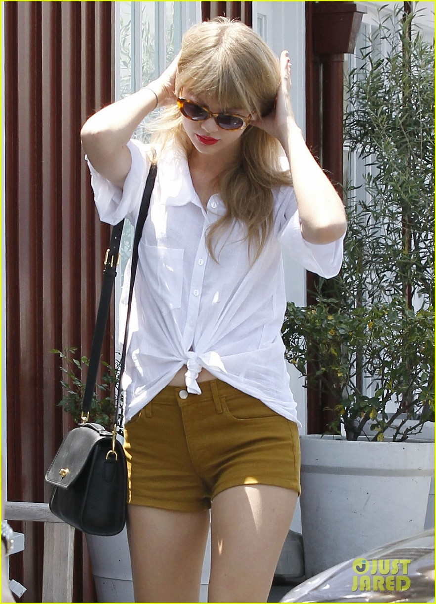 taylor swift brentwood country mart 052664516