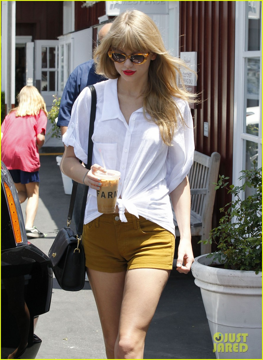 taylor swift brentwood country mart 11