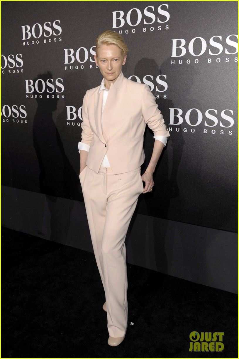 tilda swinton ryan phillippe boss fashion show in beijing 01