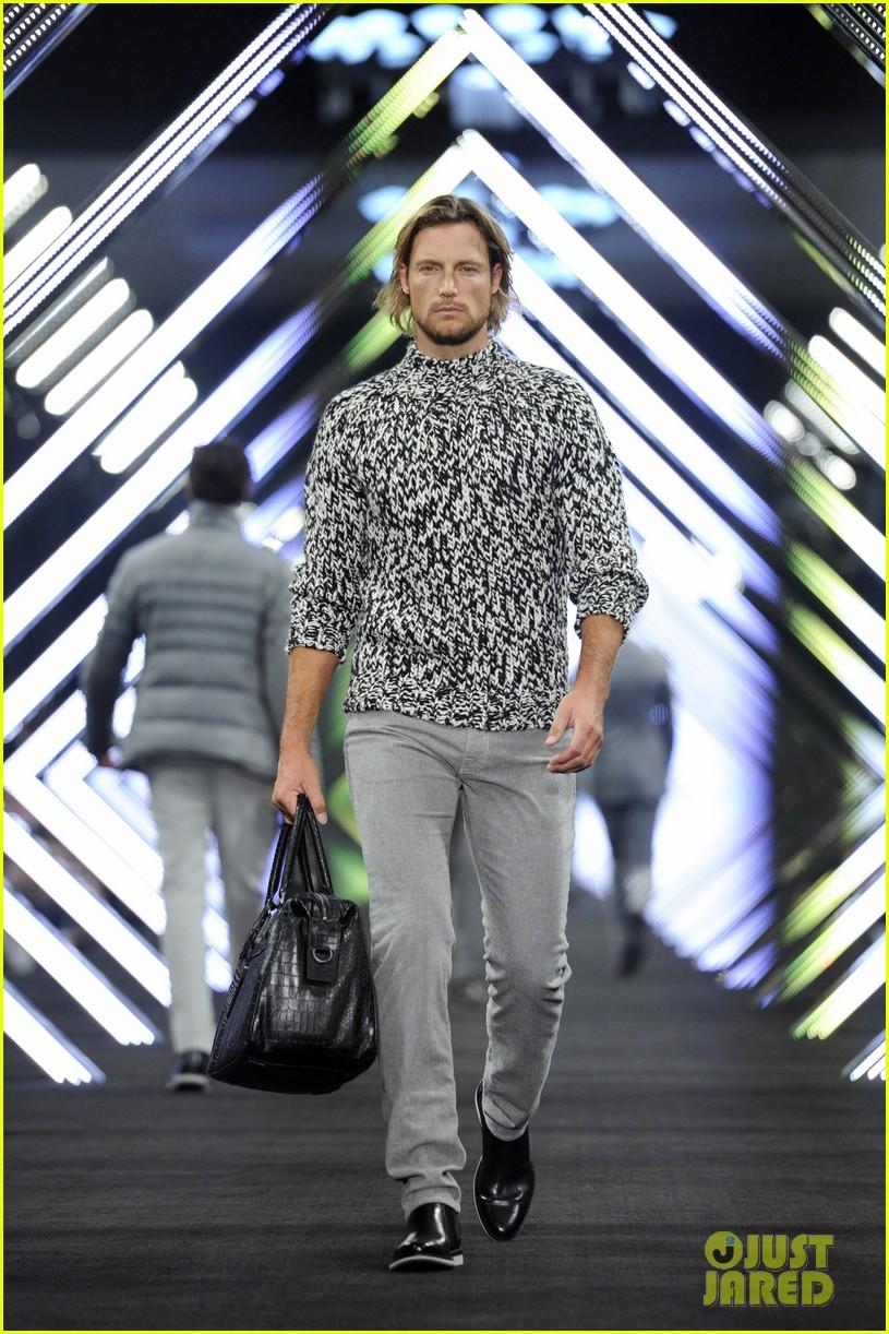 tilda swinton ryan phillippe boss fashion show in beijing 052664258