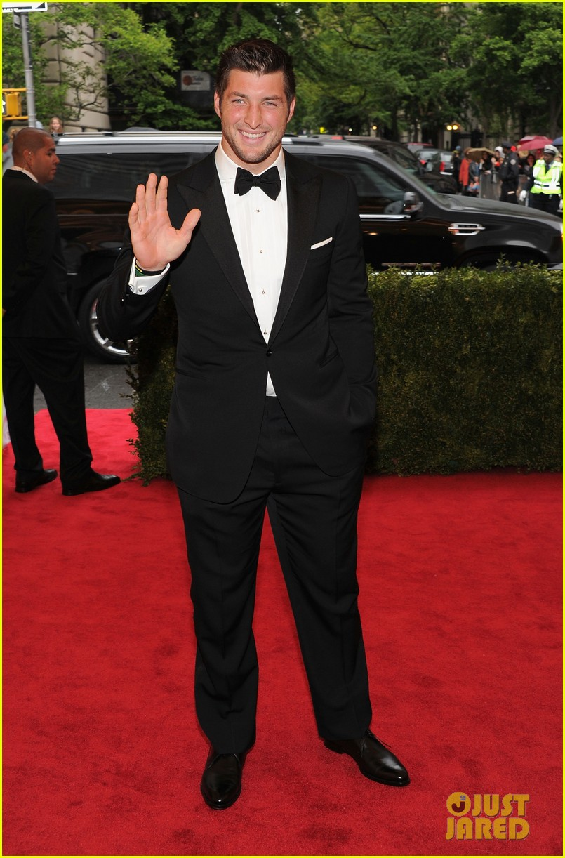 tim tebow met ball 2012 02