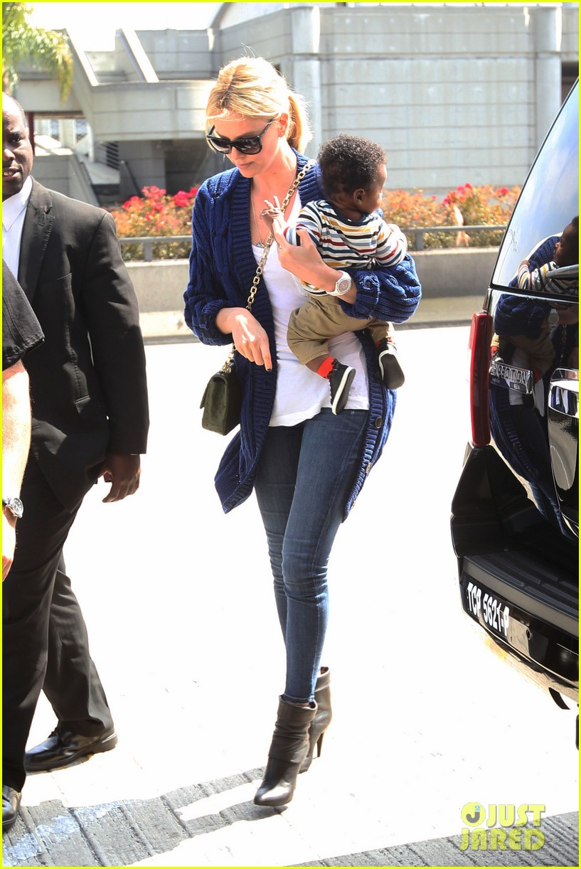 charlize theron baby jackson first pics 012658318