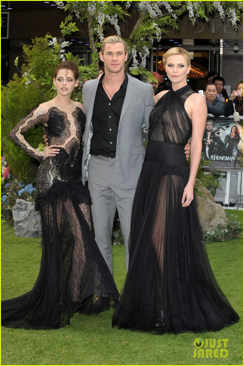 charlize theron kristen stewart snow white world premiere 202661907