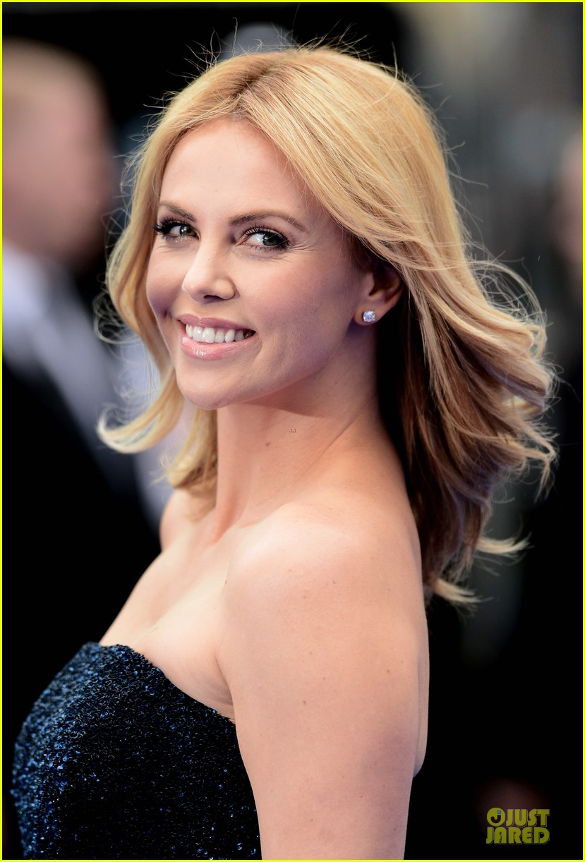 Charlize Theron In Versace For British Vogue: Charlize Theron: 'Prometheus' World Premiere!: Photo