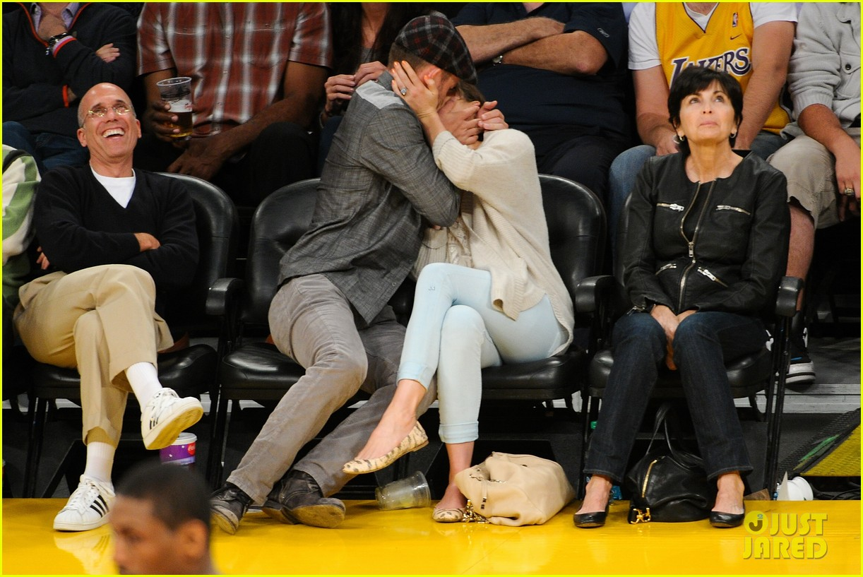 8b90383bfc45 Justin Timberlake   Jessica Biel  Lakers Lovebirds!  Photo 2661426 ...