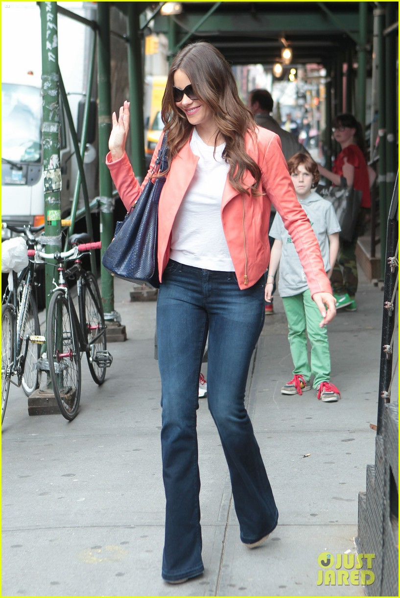 sofia vergara soho shopping 01