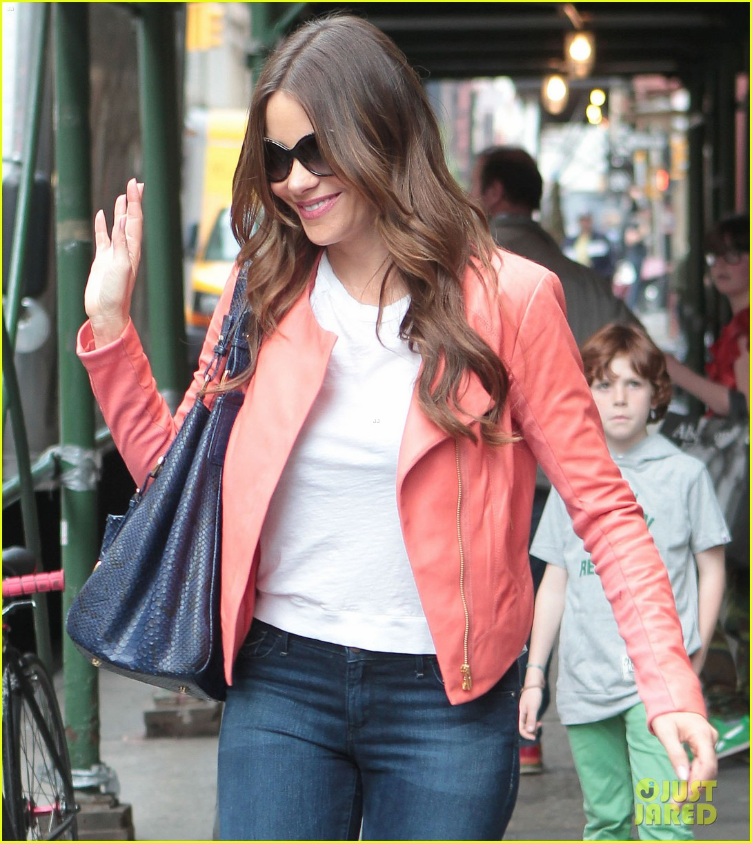 sofia vergara soho shopping 10