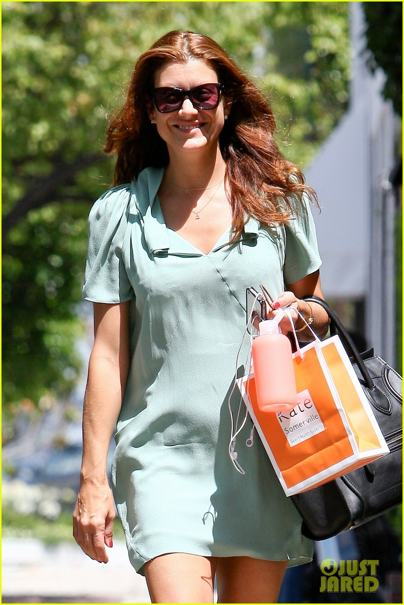 kate walsh smiling shopper 022663954