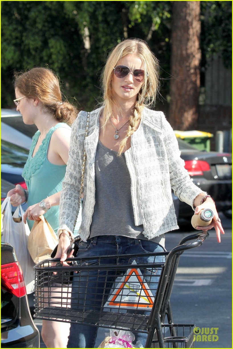 rosie huntington whiteley bristol farms grocery shopping 04