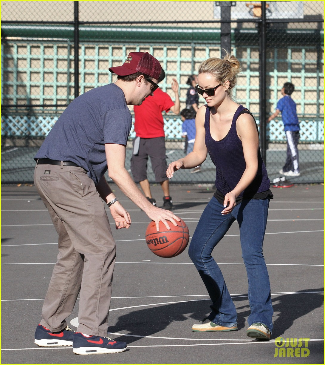 olivia wilde jason sudeikis basketball 03