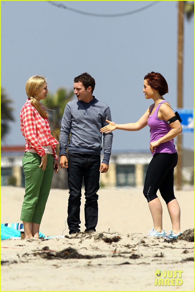 elijah wood wilfred at the beach 072659042