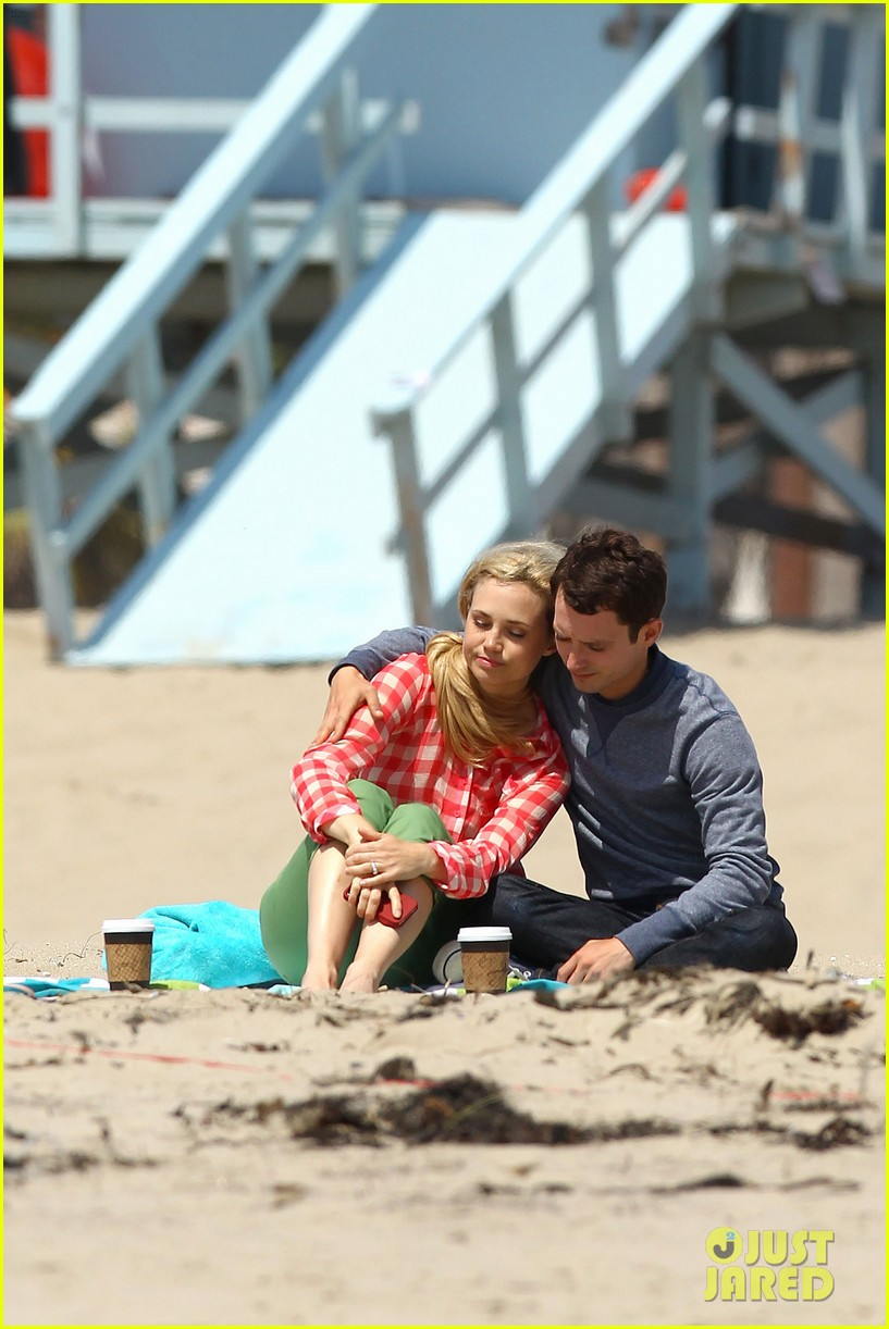 elijah wood wilfred at the beach 23
