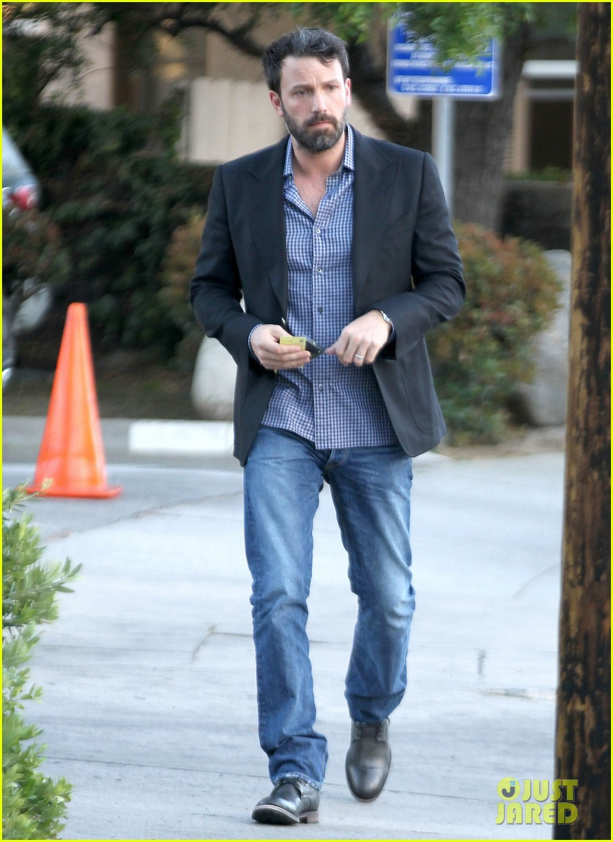 ben affleck solo stroll on anniversary 012681331
